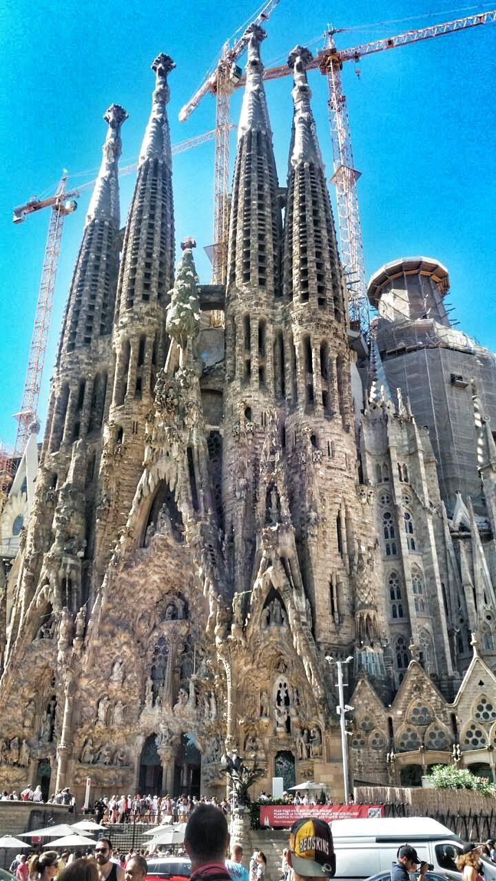 amazing-view-of-gaudis-masterpiece-sagradafamilia