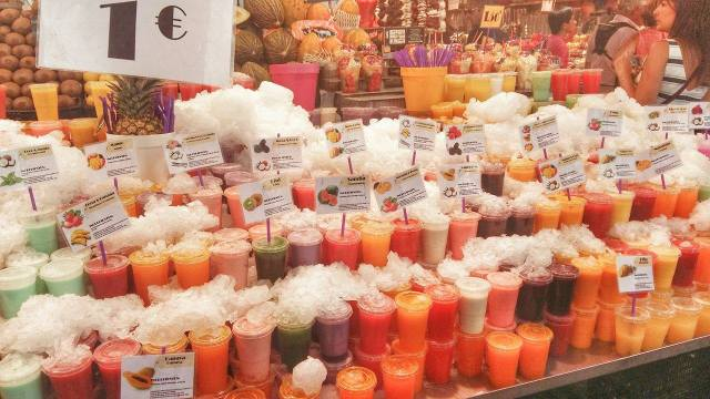 fresh-juices-for-one-euro-laboqueria-barcelona-market
