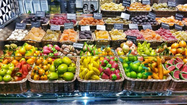 fruit-made-from-foundant-market-laboqueria