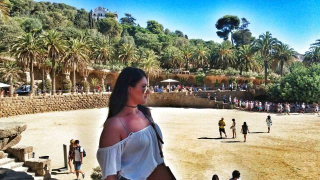 park-guell-zorica-looking-distracted