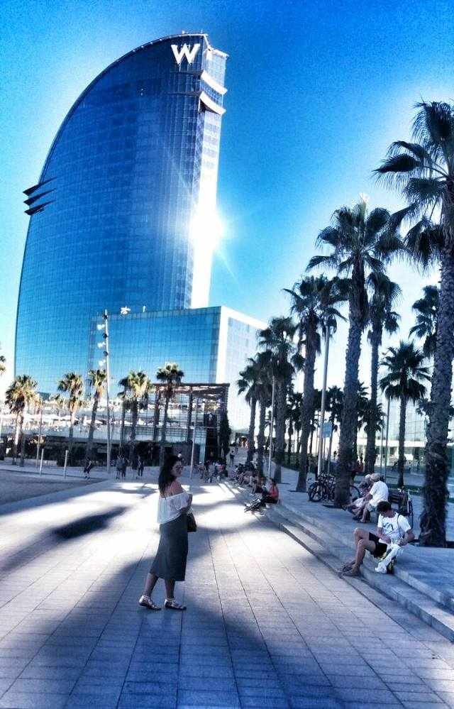 perfect-shot-of-the-whotel-at-barceloneta