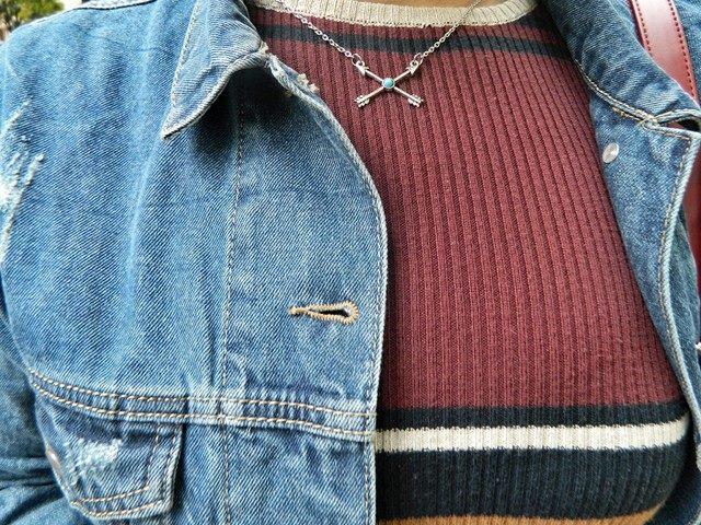 beautiful-arrow-necklace-denim-jacket