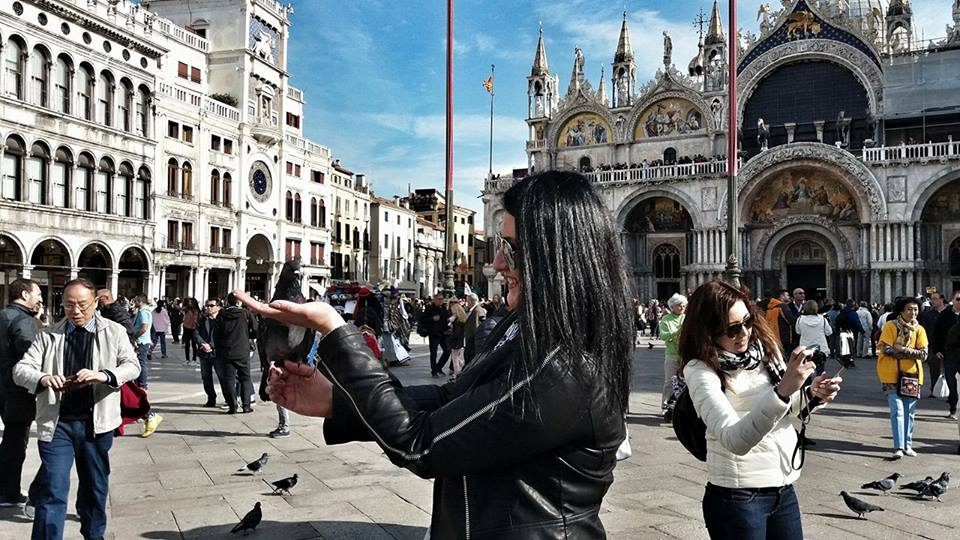 me-feeding-the-pigeons-at-st-marks-square