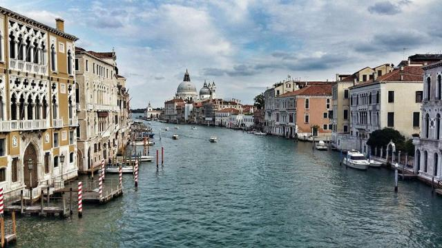 perfect-view-from-accademia-bridge-to-grand-canal-and-santa-maria-delle-salute