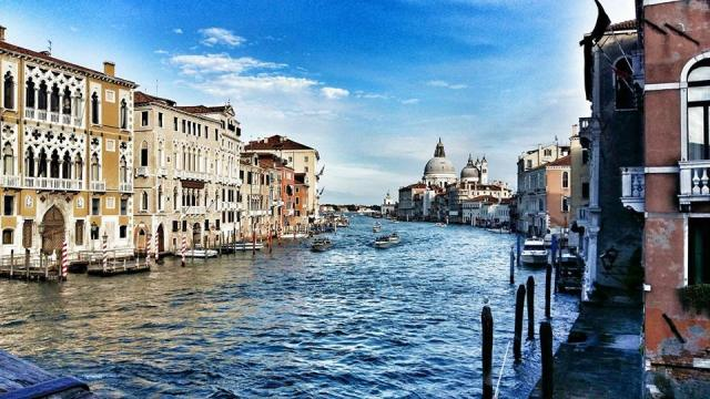 perfect-view-of-grand-canal-from-accademia-bridge