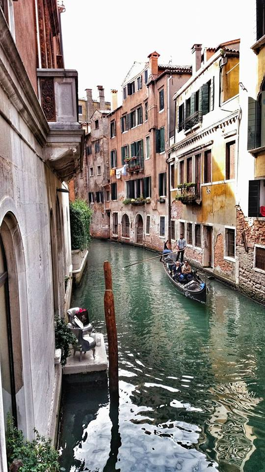 tiny-canal-and-a-gondola-in-vence