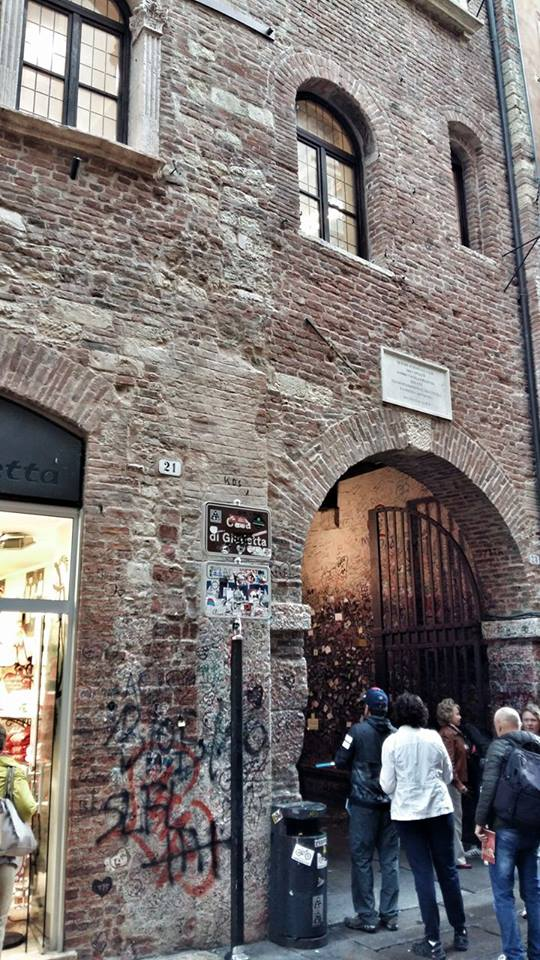 entrance_of_juliets_house_in_verona