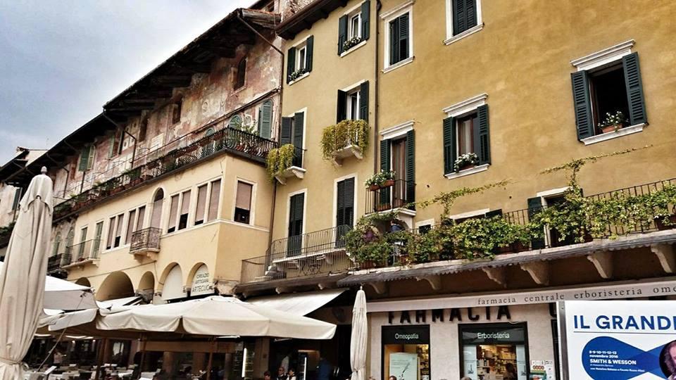 italian_houses_piazza_ebre