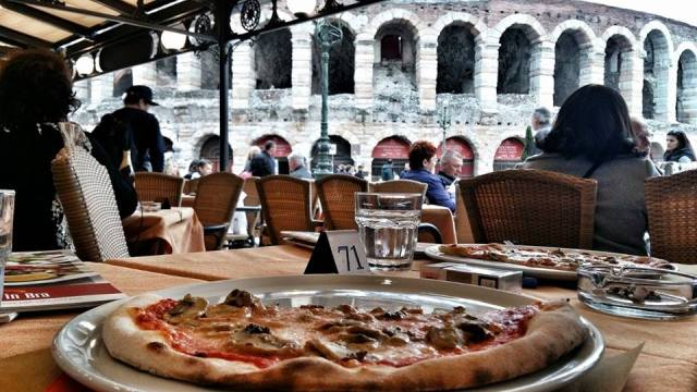 italian_pizza_with_a_view_of_the_verona_arena
