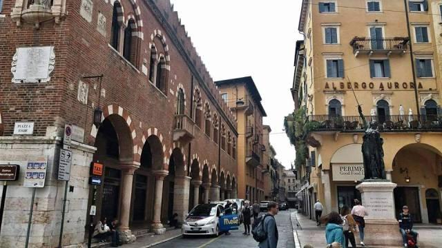 piazza_ebre_verona_italy