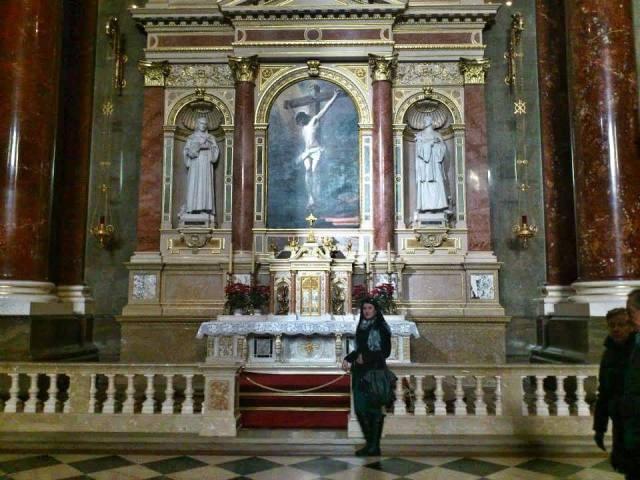 st-stephens_basilica_budapest_inside