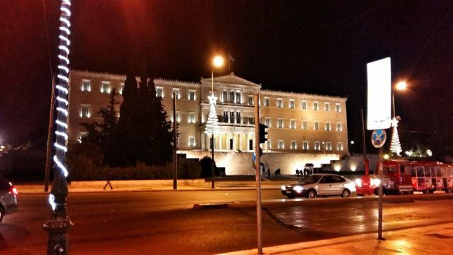 the_greek_parliament_bynight