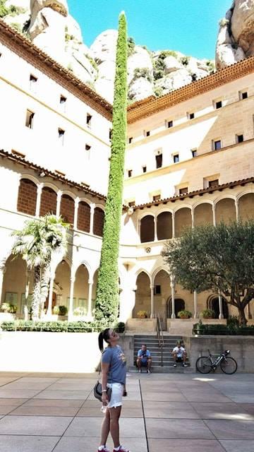 Montserrat_monastery_inside