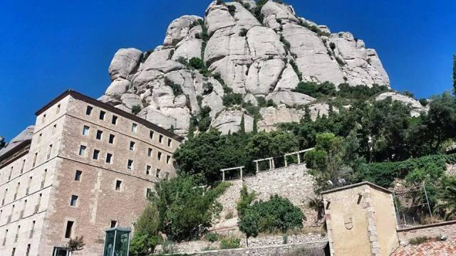 Montserrat_monastery_rocky_mountain