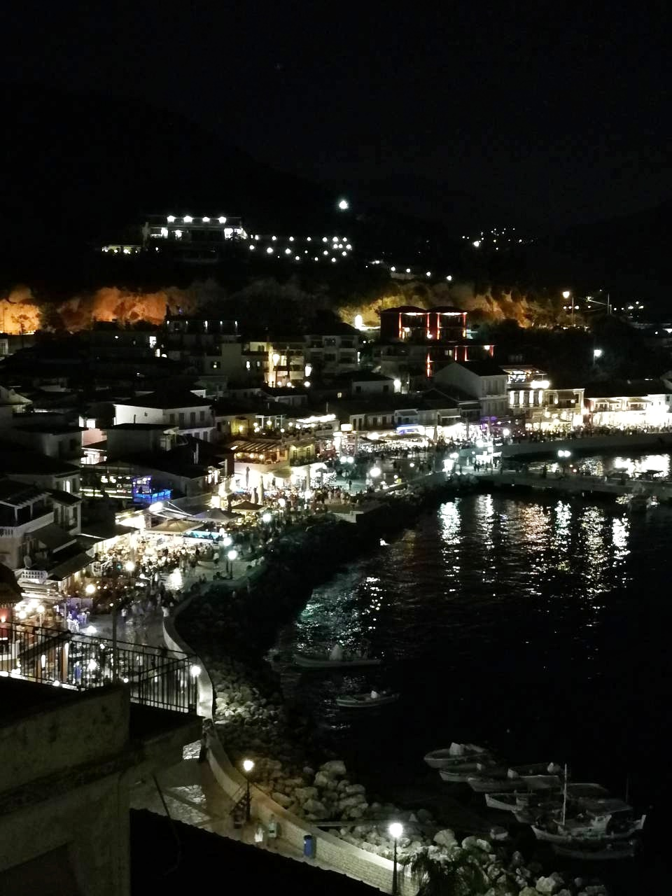 Top_view_from_Parga_bynight