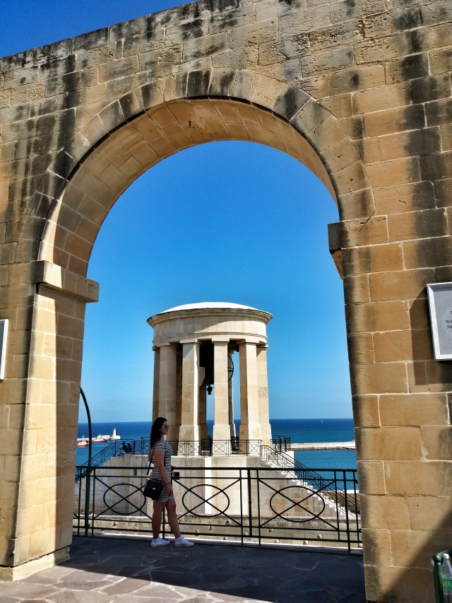 Siege_Ball_War_Memorial_Malta