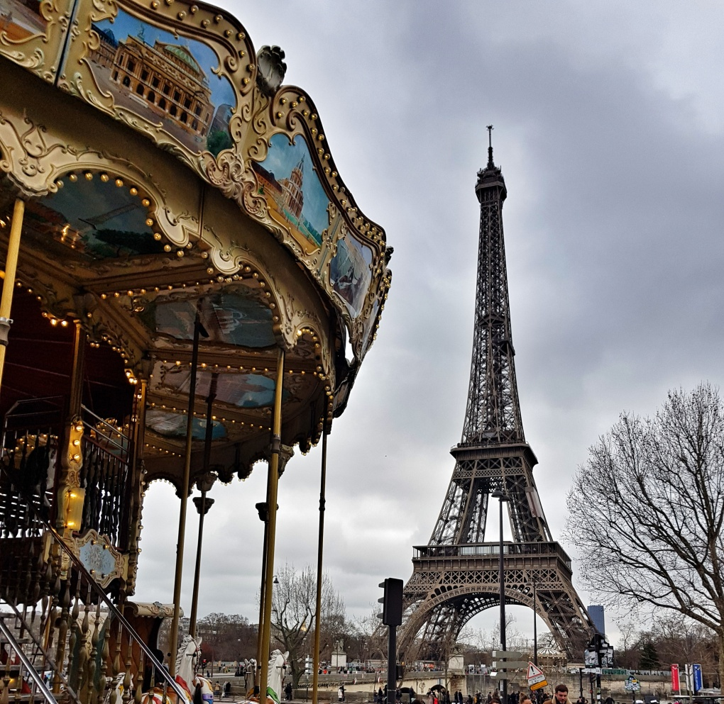 carosel_paris_eiffel_tower