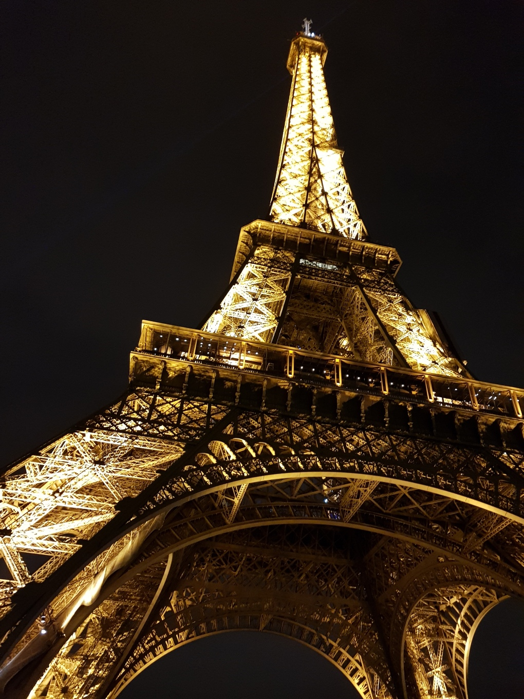 eiffel_tower_bynight