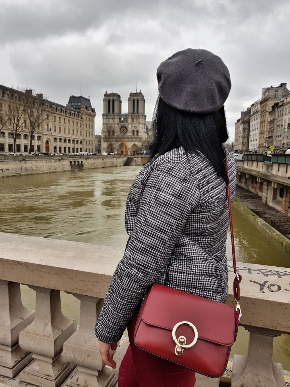 notre_dame_bridge_beret