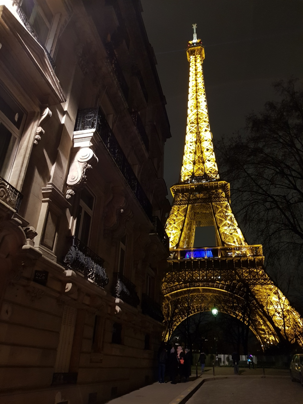 rue_del_universite_eiffel_tower_bynight (1)