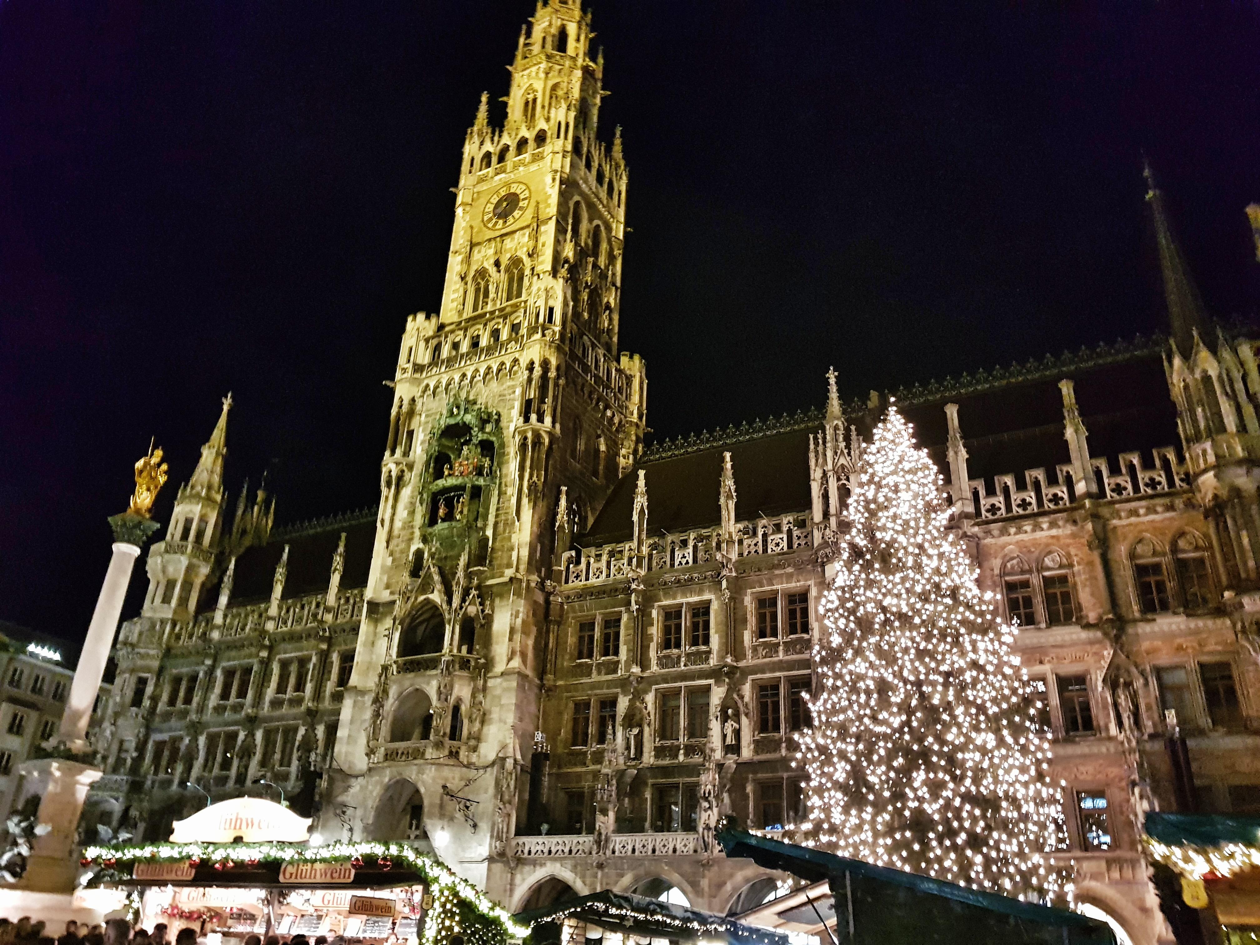 Marienplatz_Munich_christmasMarket