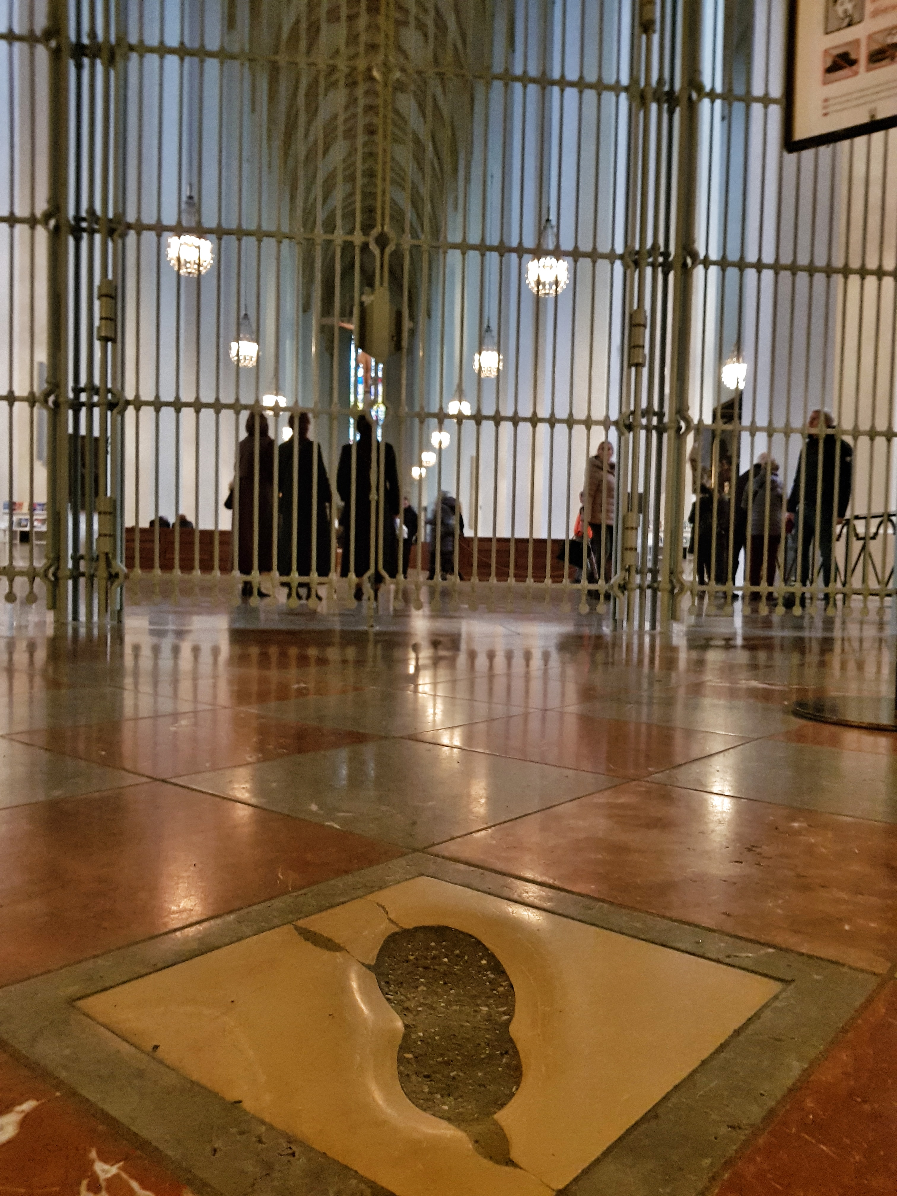 ThedevilStep_Frauenkirche_Inside