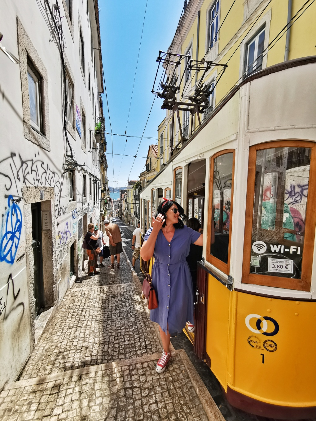 typicalLisbonPhoto_ascensordaBica_lisboa_portugal