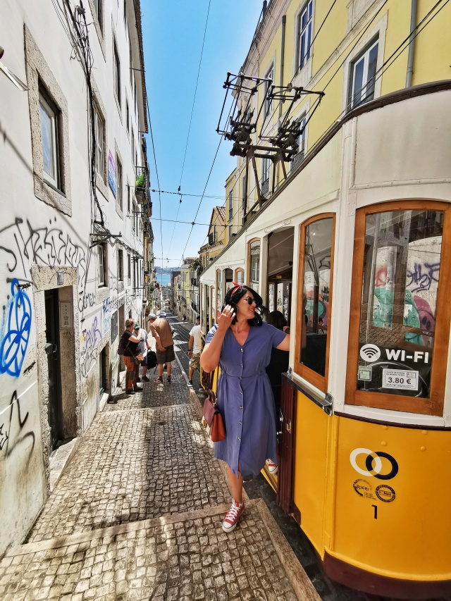 typicalLisbonPhoto_ascensordaBica_lisboa_portugal