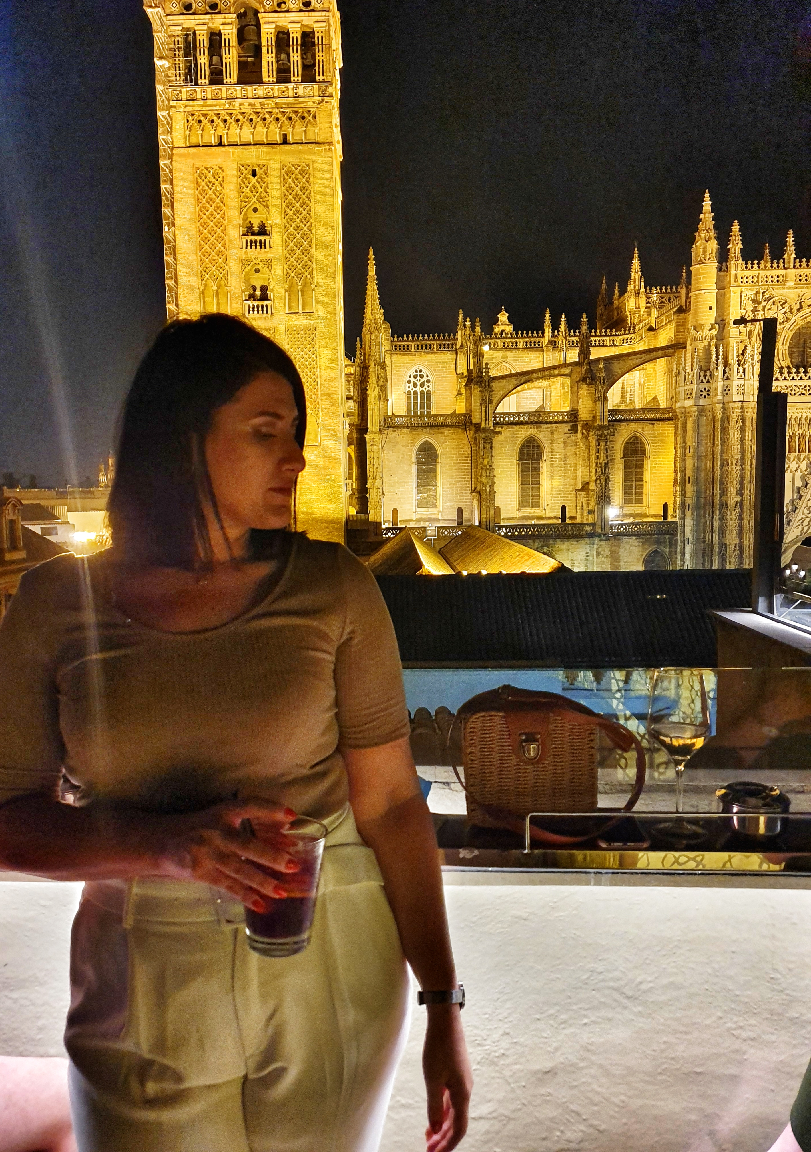 posing_infrontcathedral_seville_emerooftopbar