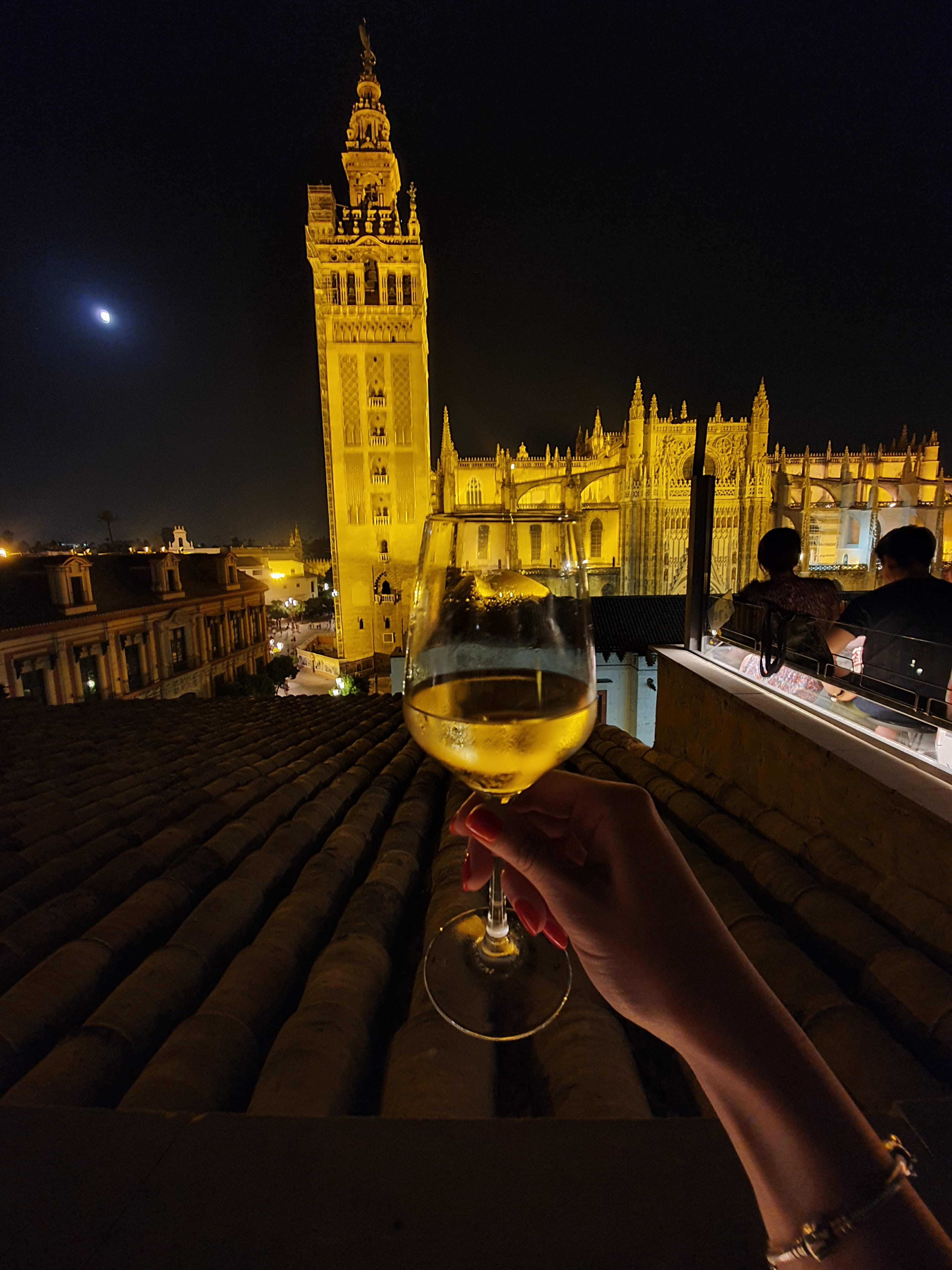 wine_emehotelrooftopbar_seville_cathedral_spain